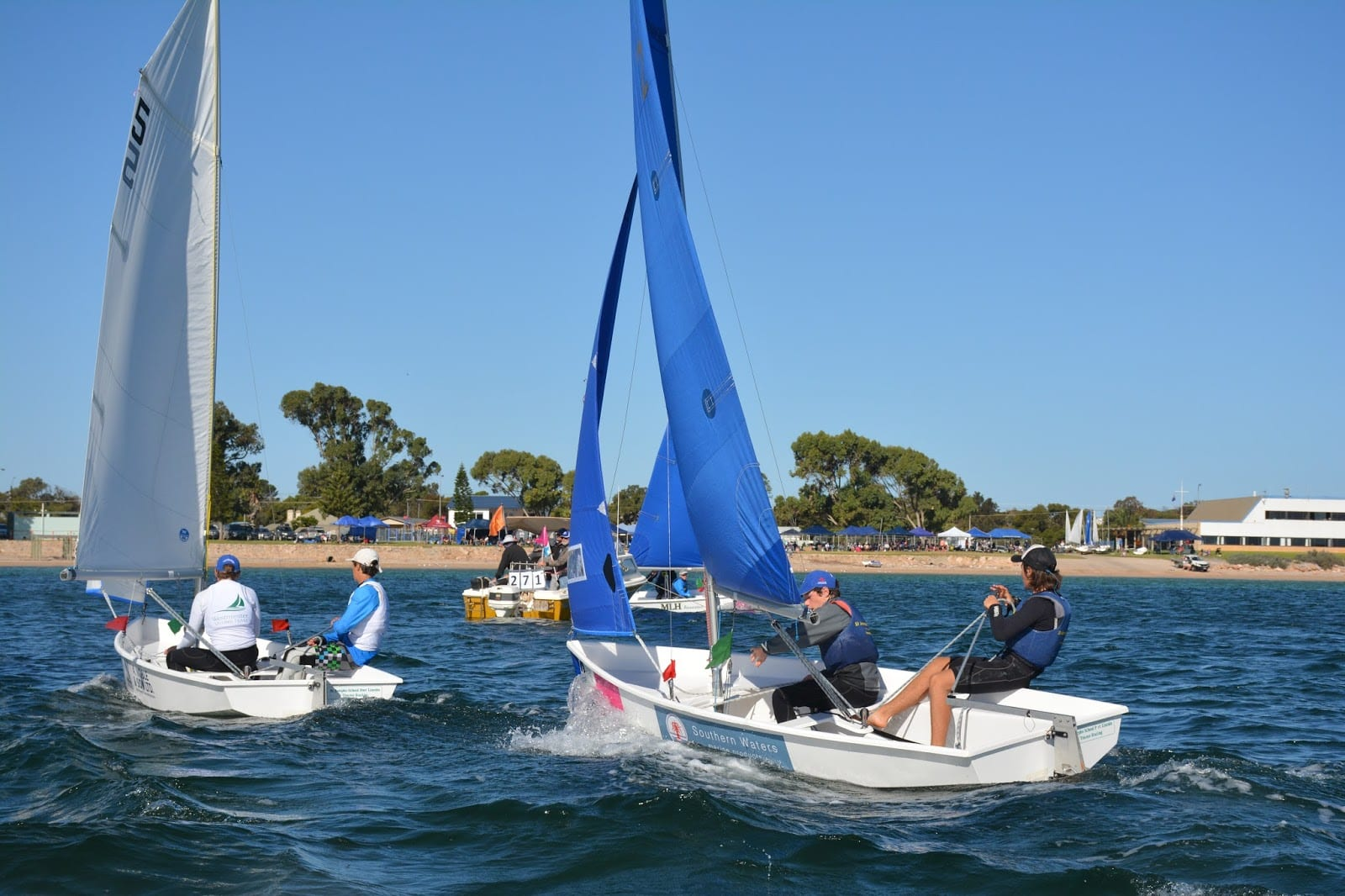 Four-way tie after first day of racing