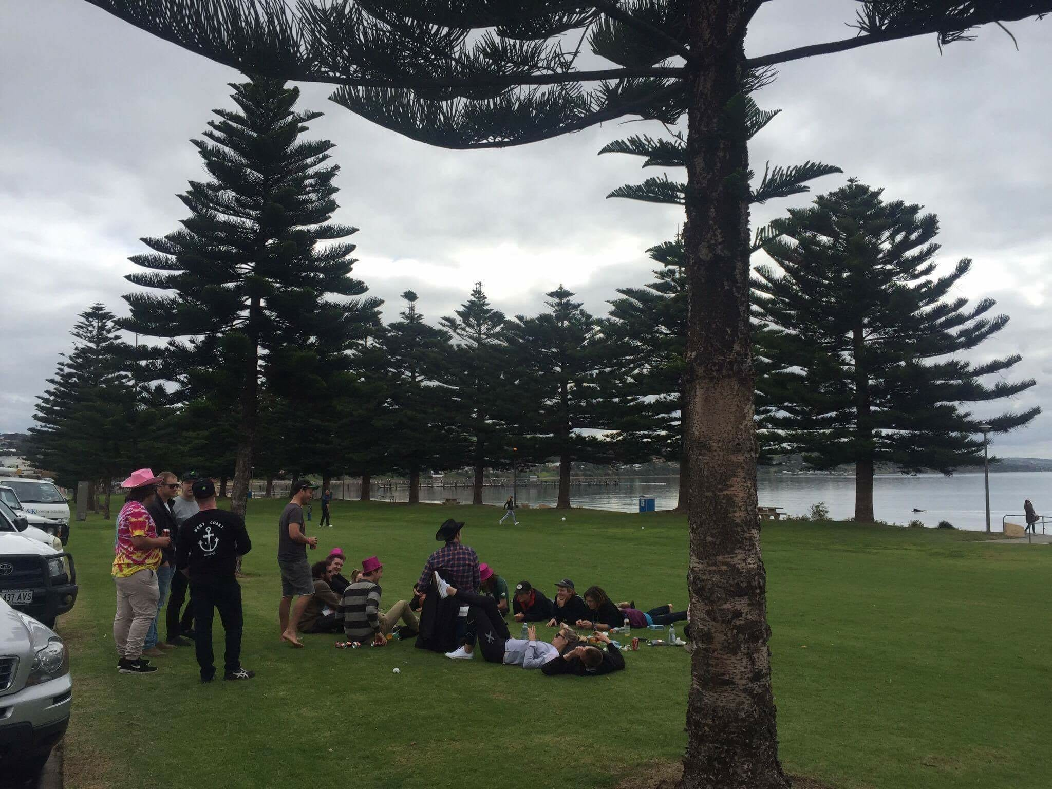 The crowd of sharpie yachties having a beer on the foreshore during the race postponement.