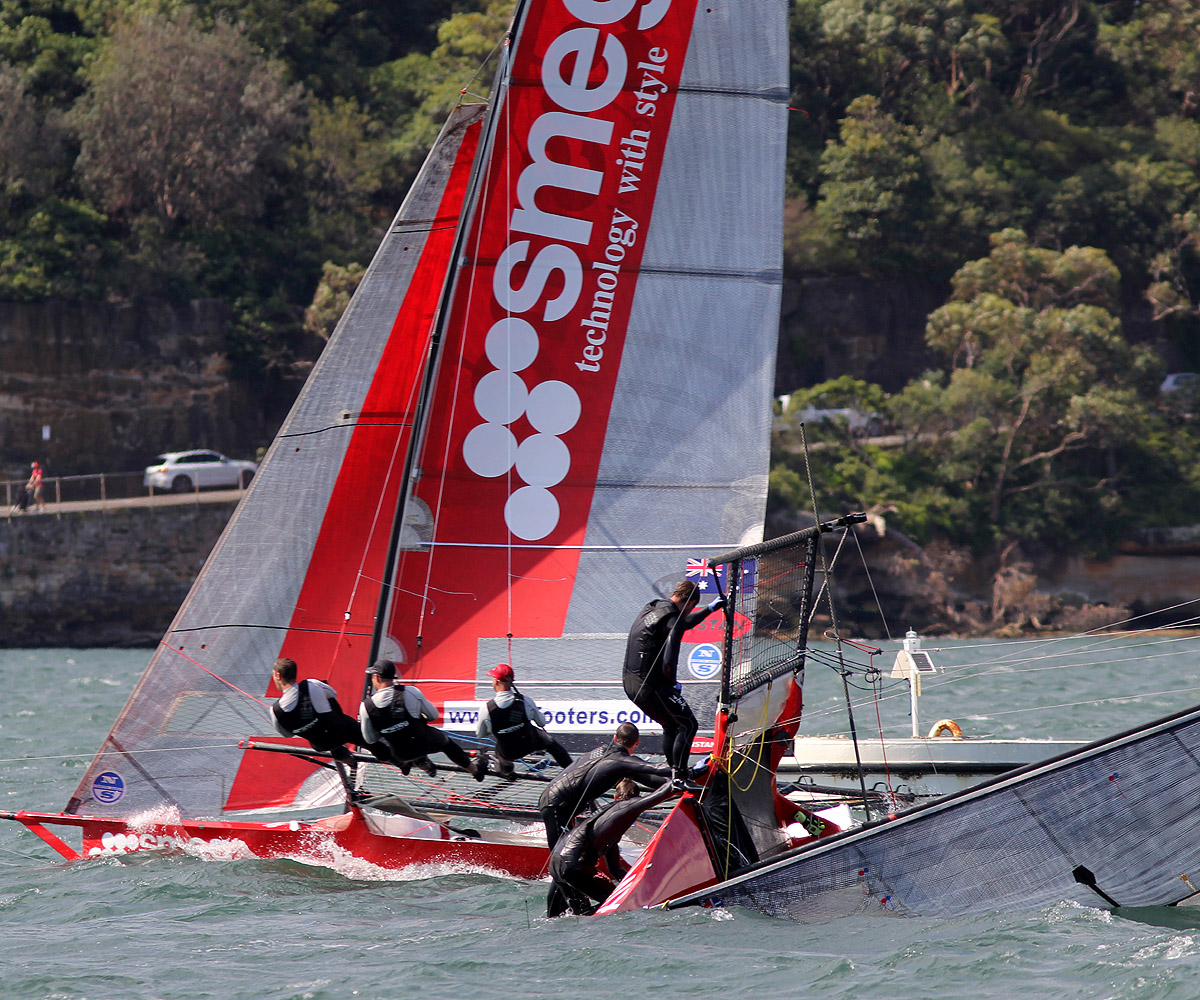 smeg-passes-a-capsized-opponent-on-the-second-windward-leg-to-kurraba-point