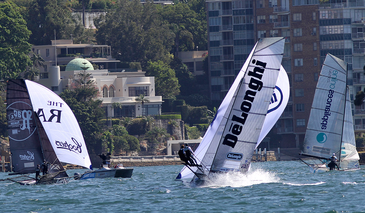the-leagues-video-team-capture-all-the-action-as-the-fleet-approach-the-bottom-mark