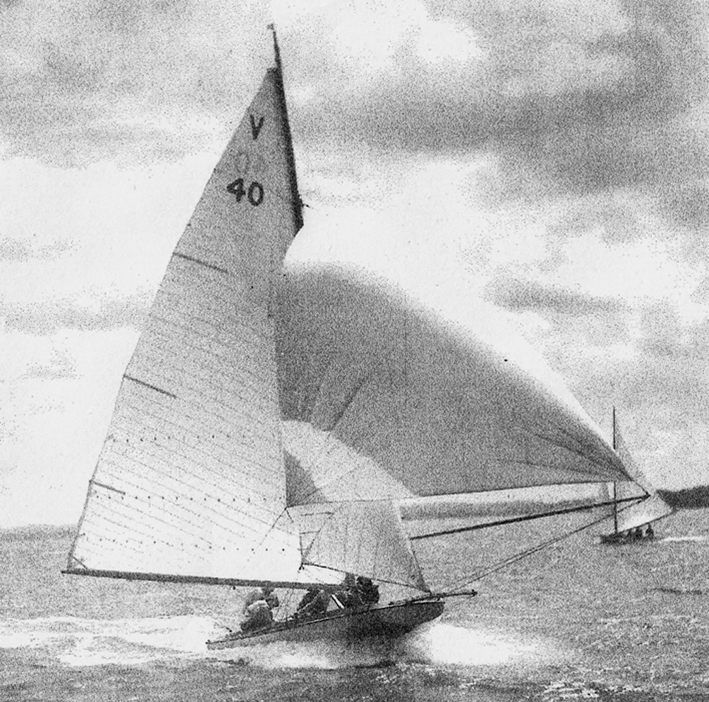 1950 Komutu clearly shows the radical bow